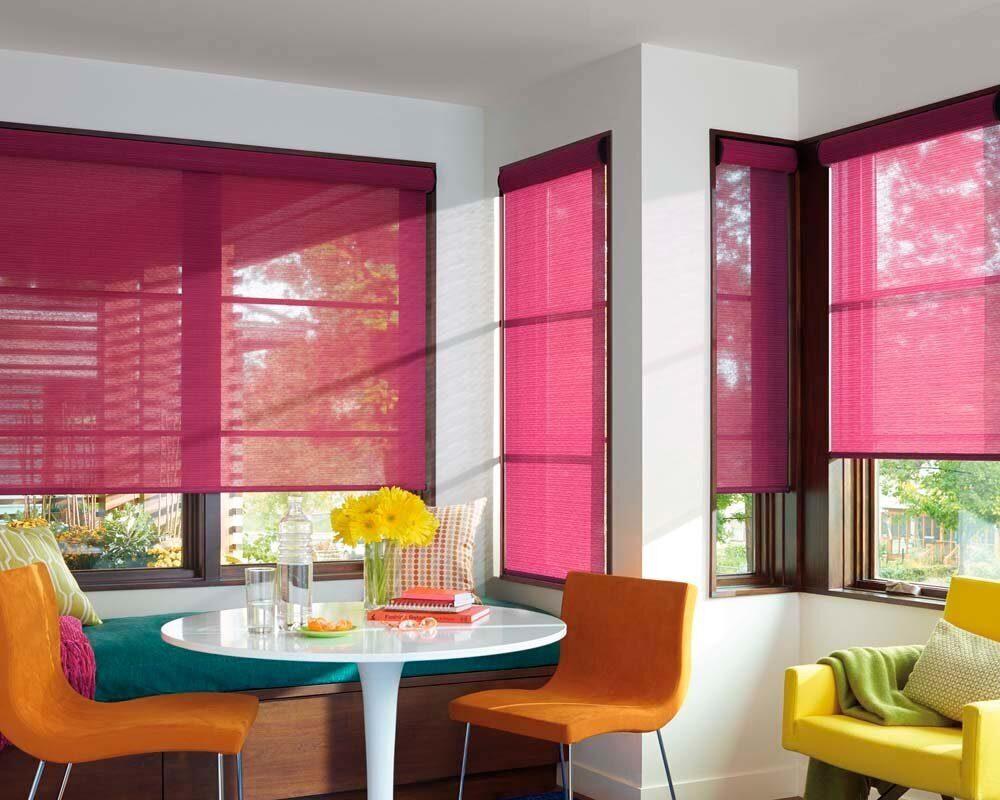 бордовые рулонные шторы на панорамные окна